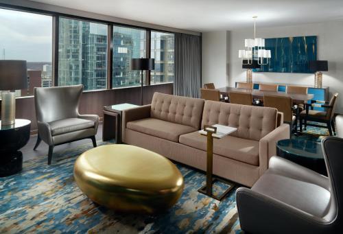 Omni Charlotte Hotel zdjęcia pokoju