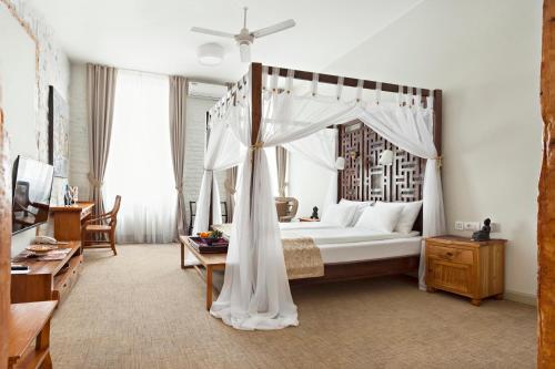 . SuperB Luxury Suites