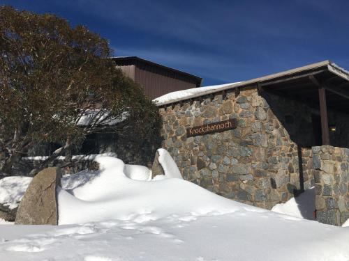 Knockshannoch Ski Lodge - Accommodation - Charlotte Pass