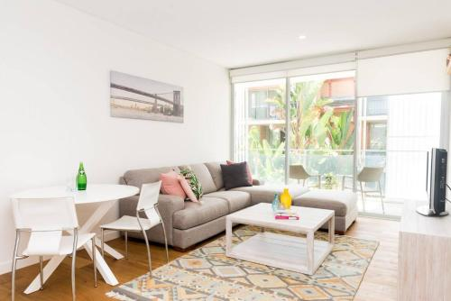 Modern & Private 1 Bedder Close to Train (+1 car) - image 8
