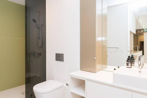 Modern & Private 1 Bedder Close to Train (+1 car) - image 11