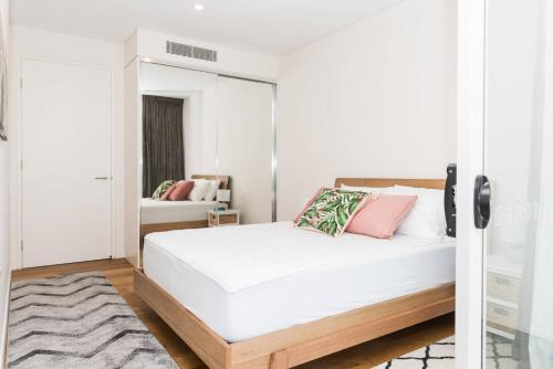 Modern & Private 1 Bedder Close to Train (+1 car) - image 12