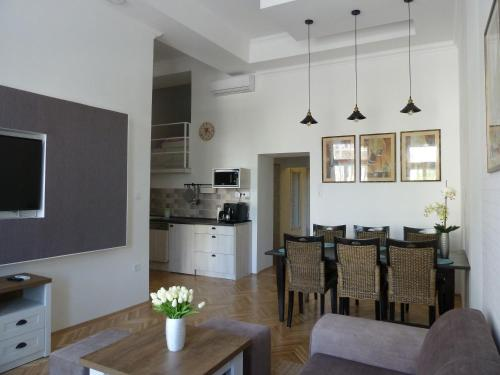 Kossuth Apartmanok, Pension in Debrecen