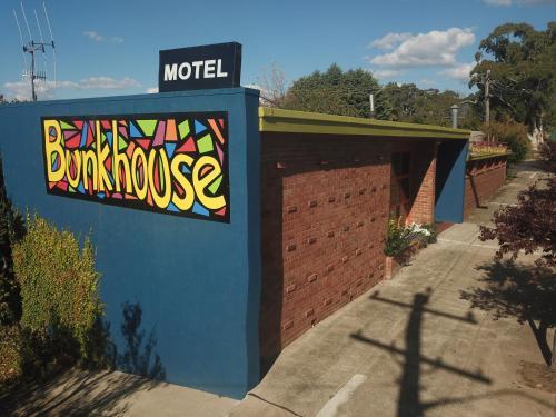 . Bunkhouse Motel
