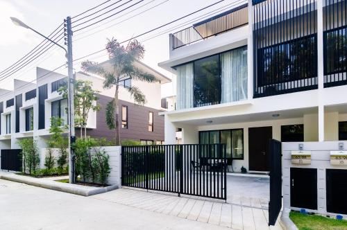 Elata townhouse 3 bdr 3 bth, 800m to Bangtao beach Elata townhouse 3 bdr 3 bth, 800m to Bangtao beach