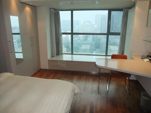 Beijing New Oriental Suites in Seasons Park Sanlitun photo 36