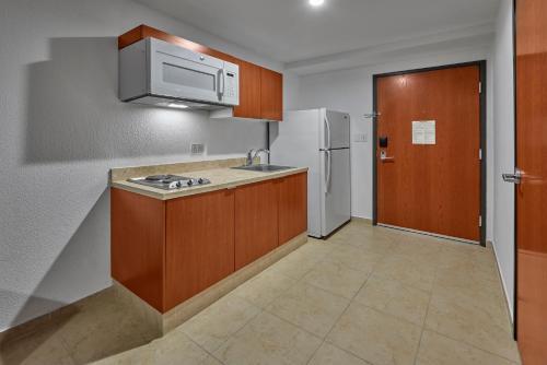 Extended Suites Aeropuerto, Apodaca