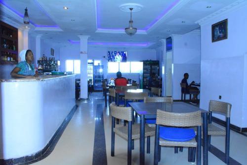 Romadi Hotel Axum, Mehakelegnaw