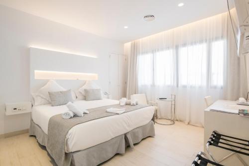 Habitación Doble Deluxe Sindic Hotel - Adults Only 5