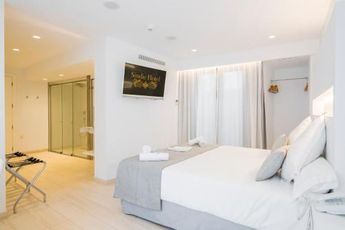 Double Room with Patio Sindic Hotel - Adults Only 3