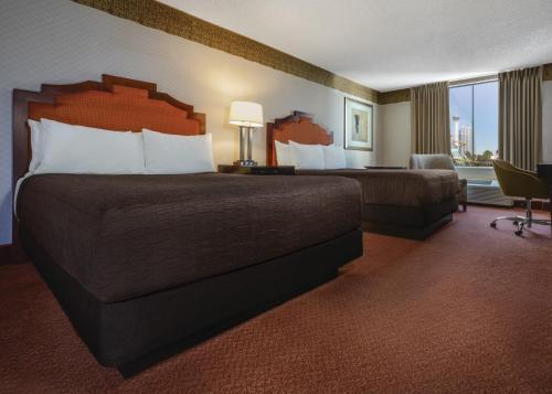 Manor Double Queen Room