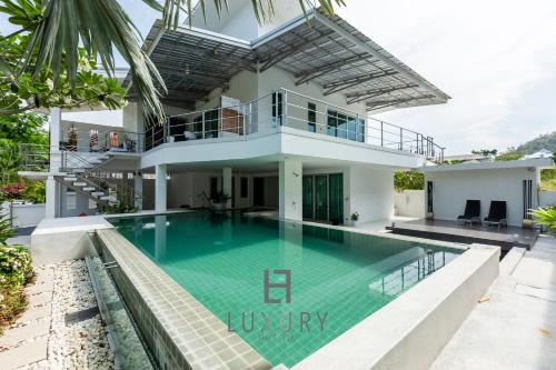 Modern 4-Bedroom Pool Villa Close to Town M88 Modern 4-Bedroom Pool Villa Close to Town M88