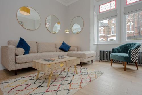 Modern 3 Bedroom Flat in West Hampstead