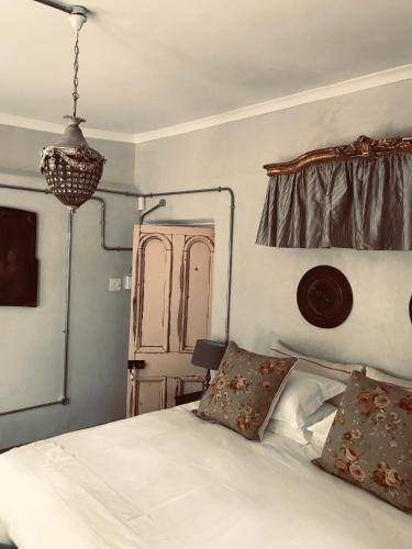 The Karoo Moon House & Cottage