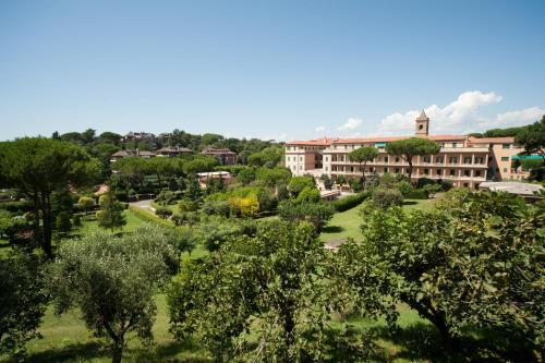 Mons Aureus Resort