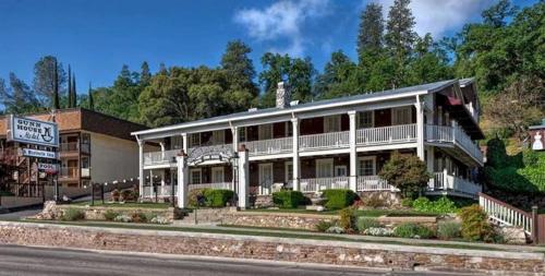 . Gunn House Hotel