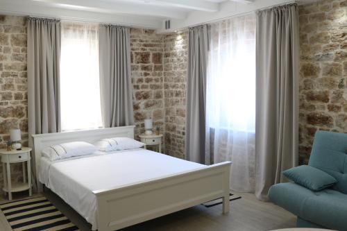 Trogir Square Apartment, Pension in Trogir