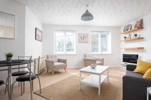 Lloyd Close Cheltenham - Close to Town Centre & GCHQ