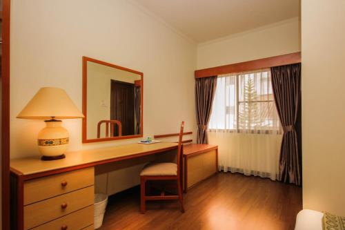 Three-Bedroom Apartment - Room & Chinese Value Meals for 6 Pax (Lunch/Dinner)