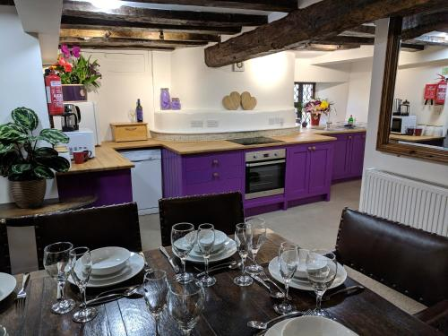. Cotswolds Valleys Accommodation - Medieval Hall - Exclusive use character three bedroom holiday apartment