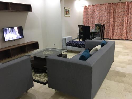. Apartment near Shaukat Khanum