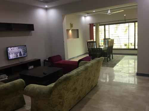. Spacious Apartment in Johar Town
