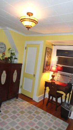 The Red Rooster - Accommodation - White Plains