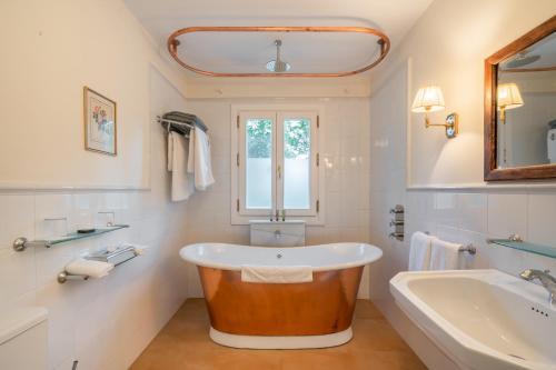 Suite Deluxe Hotel La Fuente de la Higuera 6
