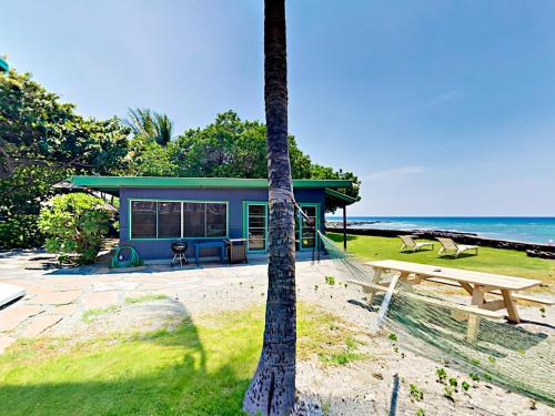 . Idyllic 1BR Oceanfront Cottage