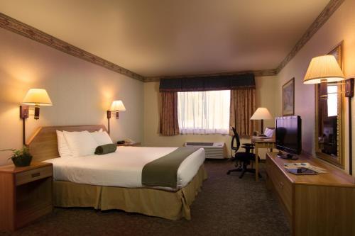 The Redwood Riverwalk Hotel - Fortuna, CA 94550