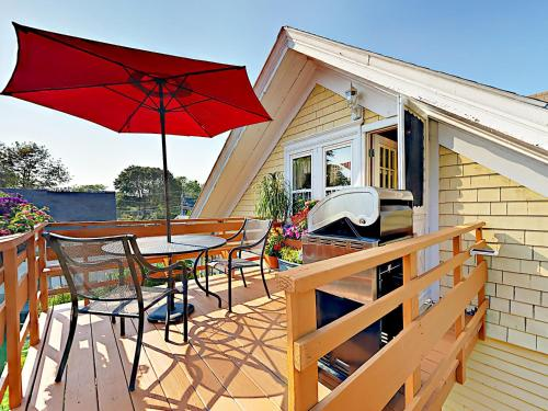 . Boothbay Harbor Apartment