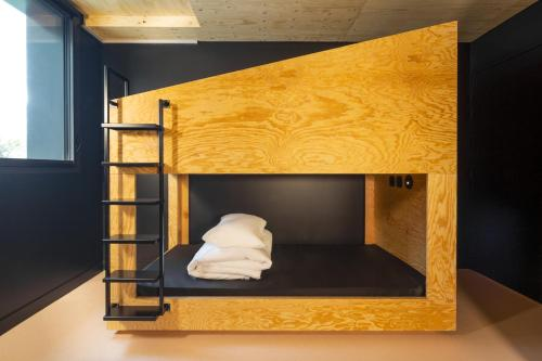 Cama individual en dormitorio mixto compartido de 12 camas (Single Bed in 12-Bed Mixed Dormitory Room)
