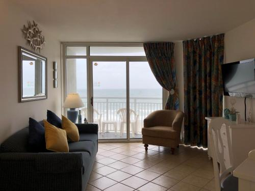 . Oceanfront Condo Next to Downtown