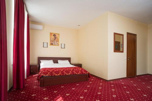 Pervomayskaya Hotel - image 8