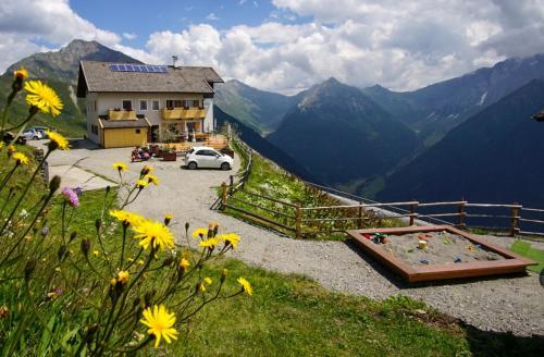 Enzianhütte Berggasthaus - Accommodation - San Leonardo in Passiria