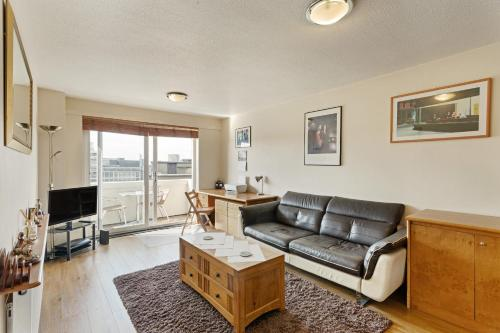Modern 1-Bed Flat W/Balcony In Fitzrovia