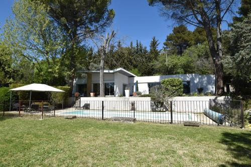 suite indépendante au calme avec piscine - Chambre d'hôtes - Aix-en-Provence