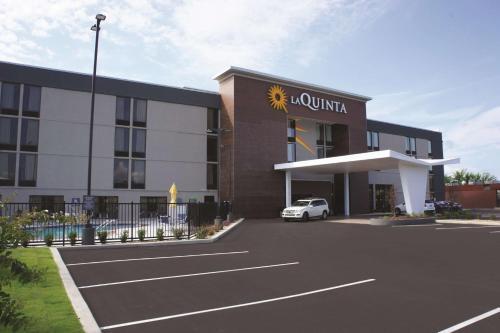 . La Quinta by Wyndham Columbus MS