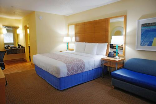 La Quinta Inn by Wyndham Ft. Lauderdale Northeast - image 4