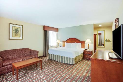 La Quinta Inn by Wyndham Queens (New York City) - image 8