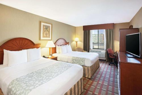 La Quinta Inn by Wyndham Queens (New York City) - image 5
