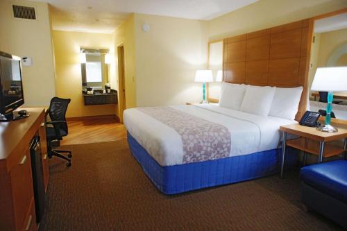 La Quinta Inn by Wyndham Ft. Lauderdale Northeast - image 6