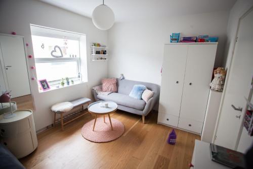 Four bedroom house with space for eleven guests. Close to Torshavn centre., Tórshavn