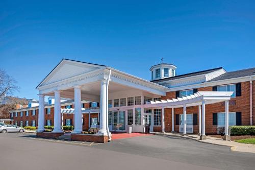 . Clarion Hotel Lexington