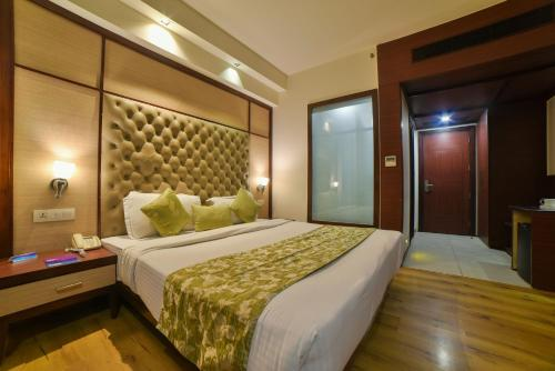 Hotel Mint Oodles 2 mins to Nehru Enclave Metro