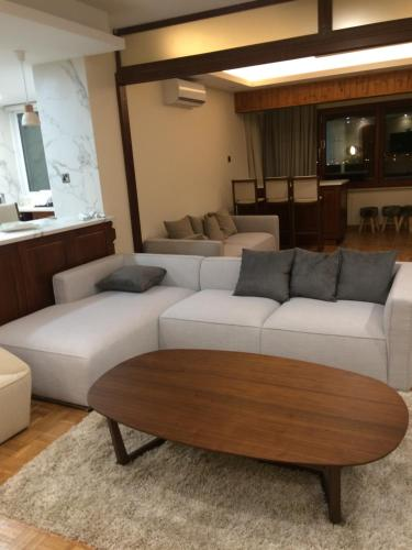 Luxury 2 bed room apartment fully furnished salas fotos