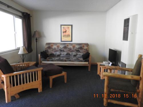 Gull Lake Lodge - Accommodation - June Lake