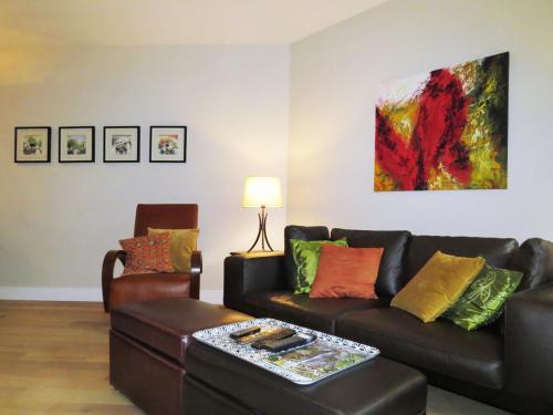. Burdett Luxury Apartment - 28 Day Min