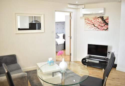 Chelsea Bridge Apartments - image 5