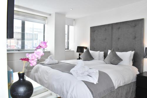 Chelsea Bridge Apartments - image 4
